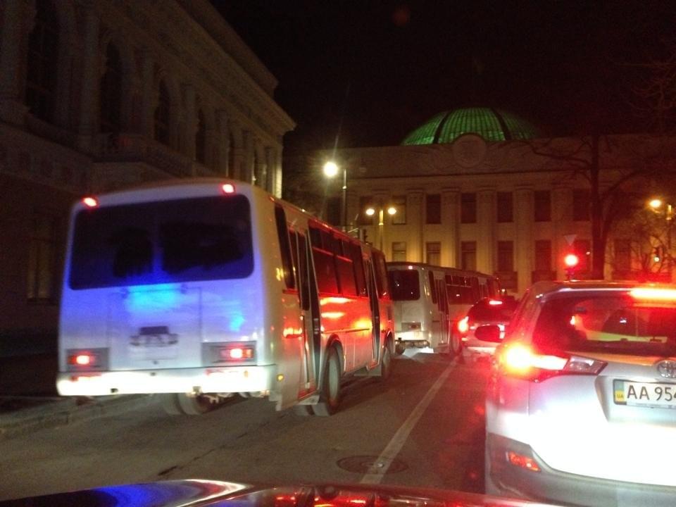 «Беркут» перемещается на автобусах без номеров (ФОТОФАКТ)