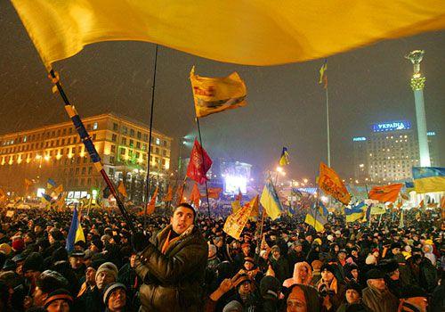 2 различные революции - Апельсиновая и Евромайдан