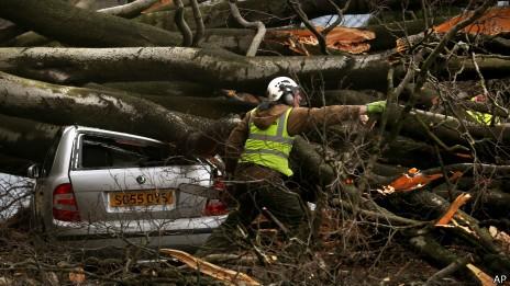 В Великобритании бушует мощнейший шторм
