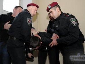 Хулиганы, залившие Власенко зеленкой, отделались штрафом