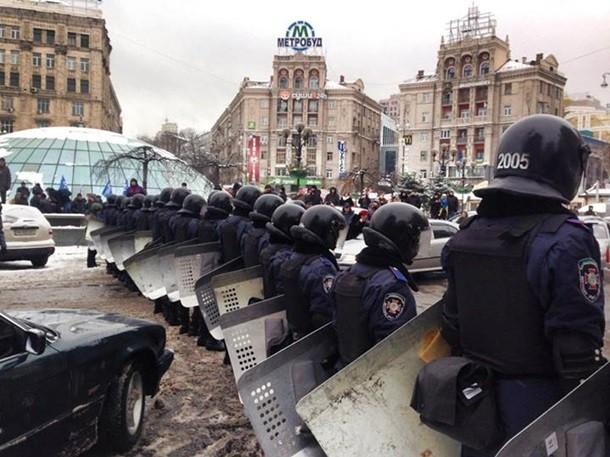 На Майдан пришла специальная техника и неотложная медицинская помощь