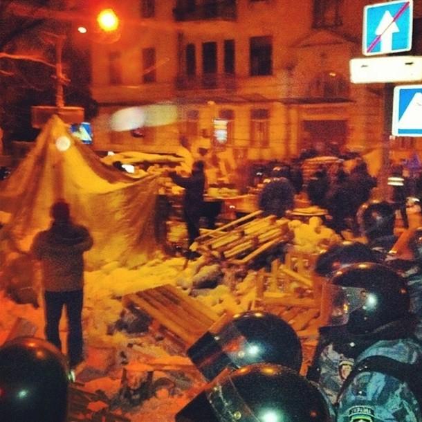 Из-за баррикад в центре столицы быстрые не успевают к заболевшим