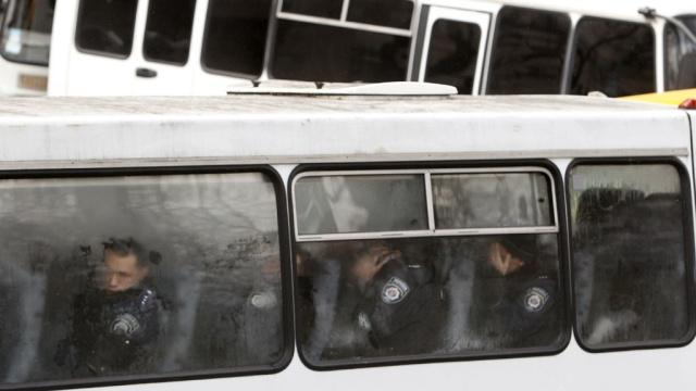 Из Крыма в Киев едет колонна автобусов с армиями (ВИДЕО)