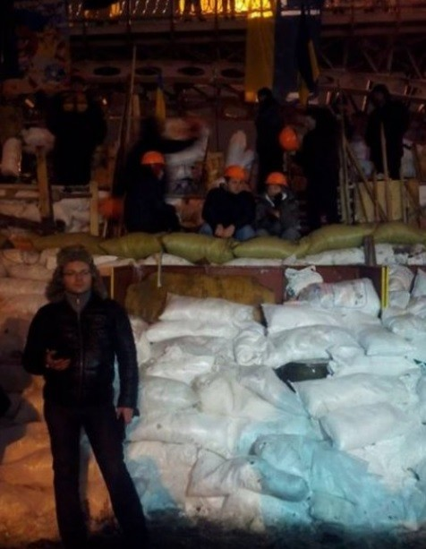 Евромайдановцы за ночь построили 5-метровые баррикады