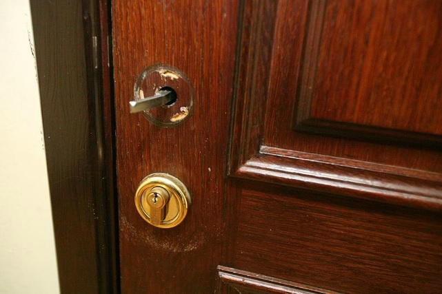 Полиция расследует кражи из казенных офисов КГГА