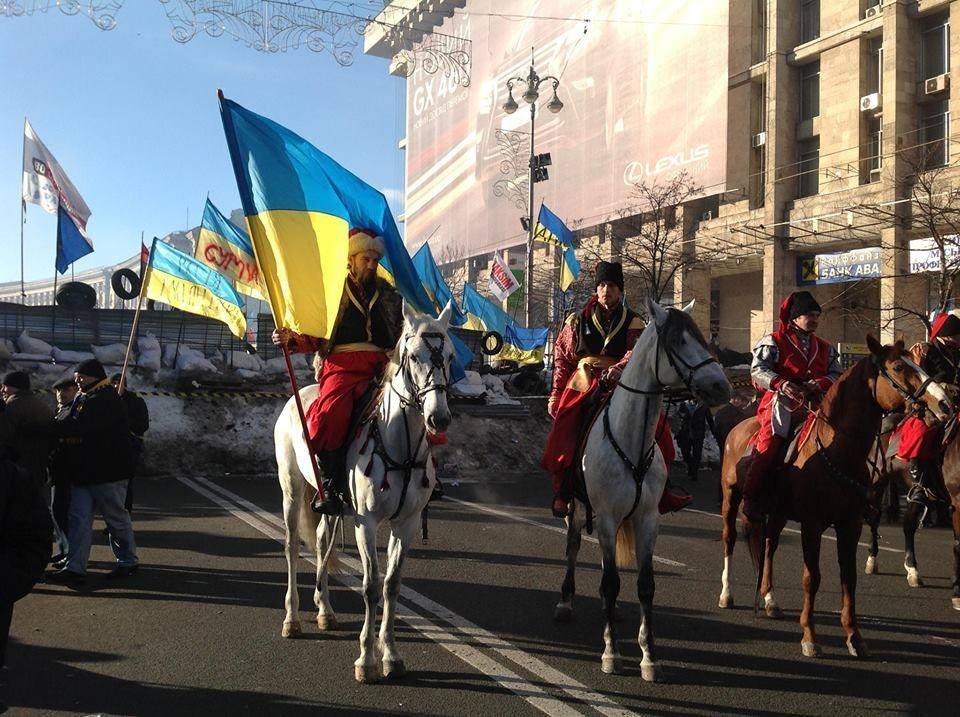 Подразделения самообороны на лошадях оберегают Евромайдан (ФОТО)