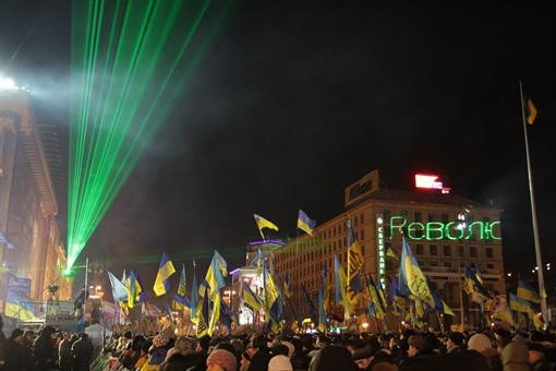 На Евромайдане показывают патриотическое лазерное шоу