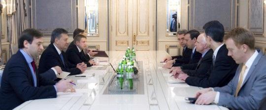 Янукович утром утвердил североамериканских сенаторов