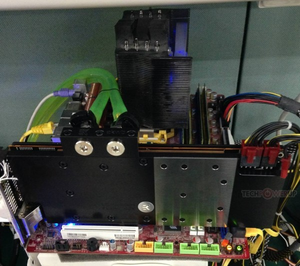 PowerColor Radeon R9 290X LCS с водоблоком  на раскладе