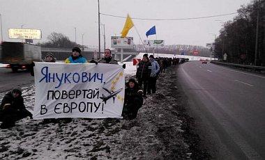 Функционеры Майдана сопровождают Януковича в Столицу (ФОТО)