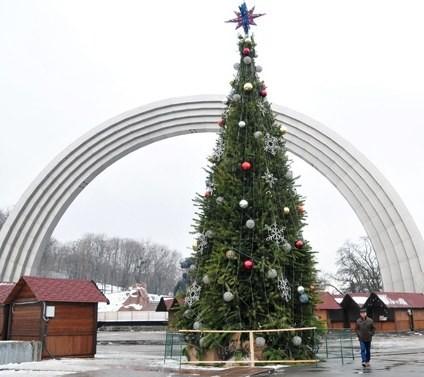 Завтра состоится открытие главной елки страны (ФОТО)