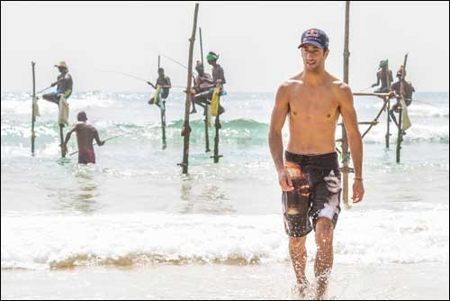 Риккардо провёл наглядные заезды в Шри-Ланке