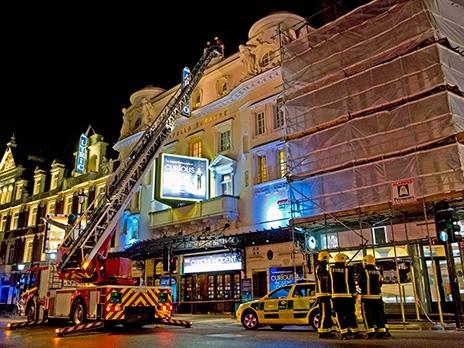 Лондонцы приняли обрушение крыши за часть спектакля