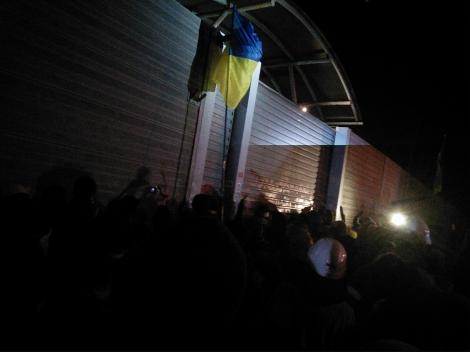 Активисты приехали в Конча-Заспу, где живет Азаров (ВИДЕО)