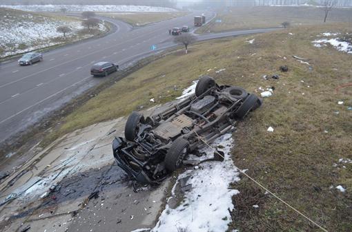 Mitsubishi слетел с моста под Харьковом, погибли четверо
