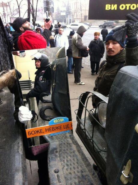 Участники Евромайдана организовали акцию с зеркалами