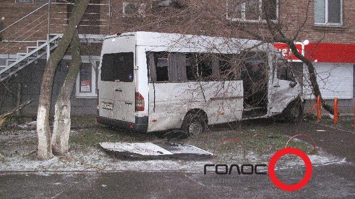 В центре Киева такси и маршрутка не поделили дорогу