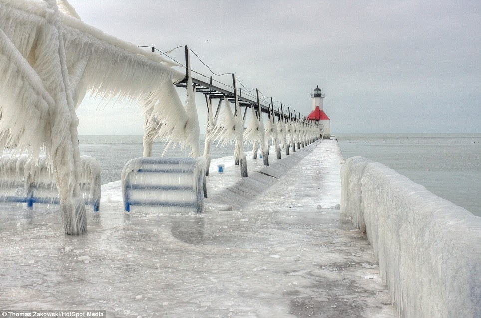 США обездвиживали необыкновенные холода (ФОТО)