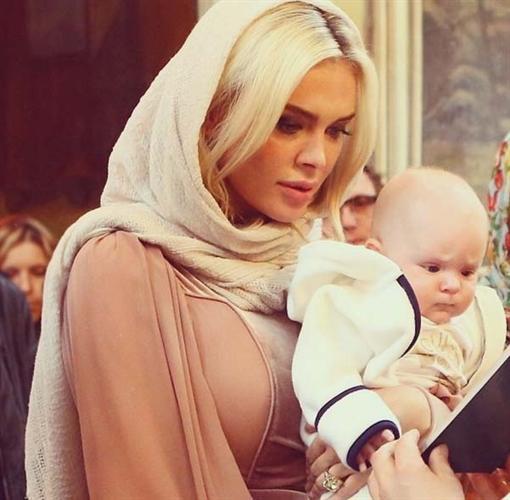 Яна Рудковская продемонстрировала собственного однолетнего сынишку (ФОТО)