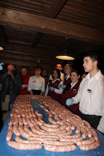 В Яремче сделали небывалую колбасу-гриль