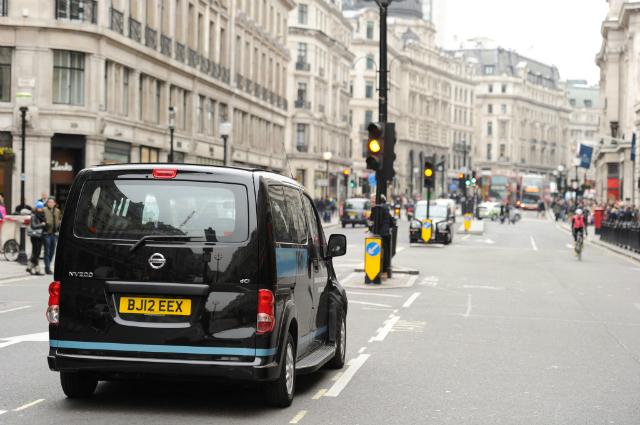 Английское такси меняет внешний вид