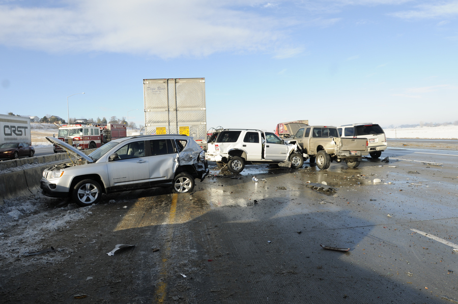 50 автомашин встретились на автотрассе в Соединенных Штатах (ФОТО)