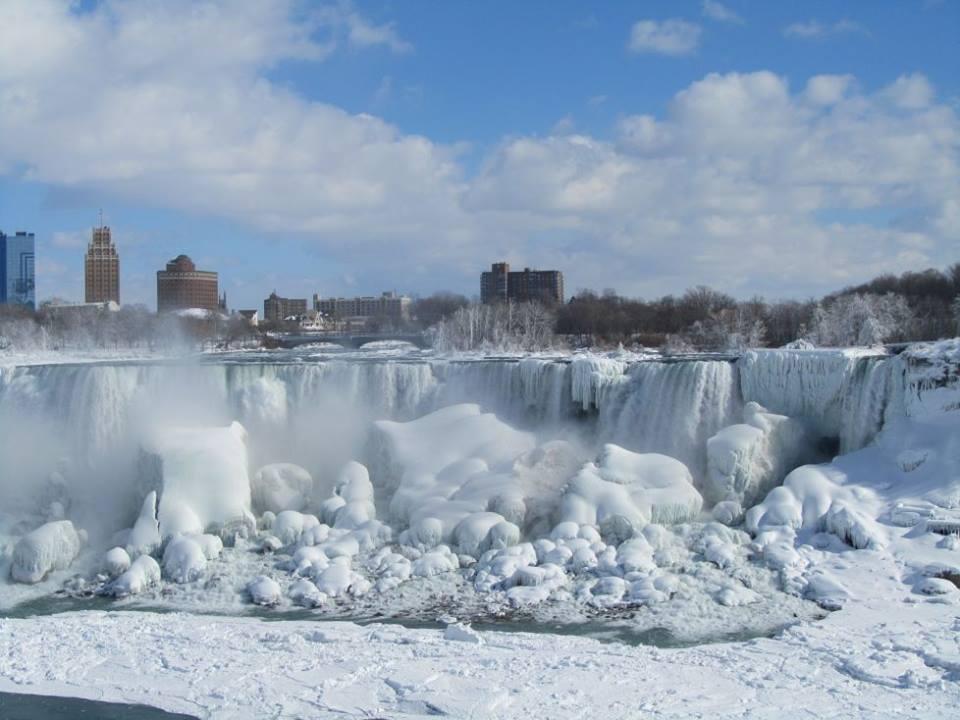 Ниагарский водный порог промерз из-за мощных холодов (ВИДЕО)