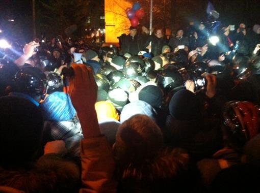 """Потасовка митингующих с """"Беркутом"""", Луценко травмирован (ВИДЕО)"""
