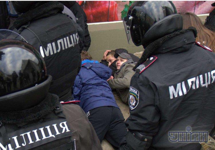 В Харькове оборвали портал Евромайданов и разнесли супермаркет