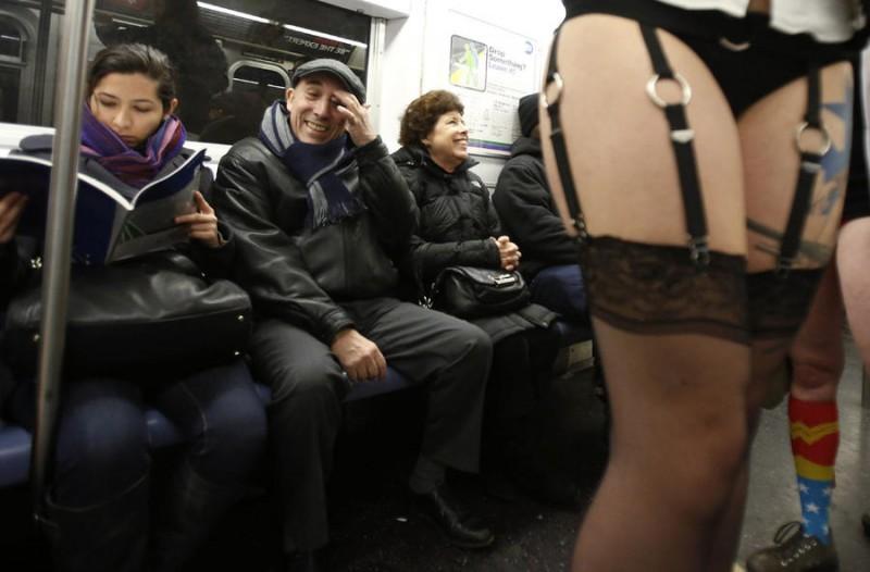 В Московском метро сегодня будут двигаться без брюк