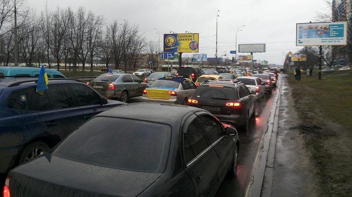 Автомайдан через препятствия пробился в Межигорье (ФОТО)