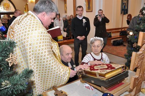Во Львове повенчались 70-летние новобрачные (ФОТО)