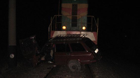 На Львовщине авто попал под поезд (ФОТО)