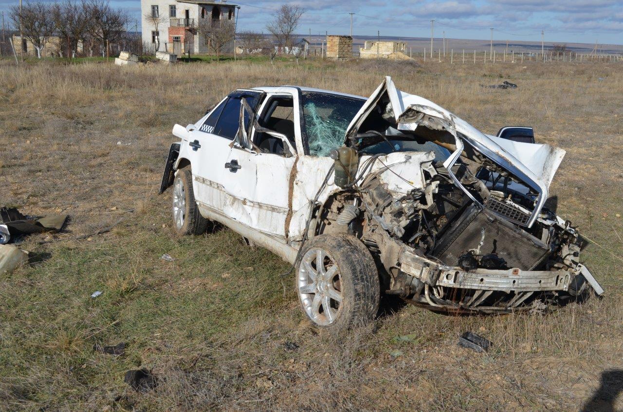 Крымские сотрудники ДПС обнаружили Мерседес с покойником