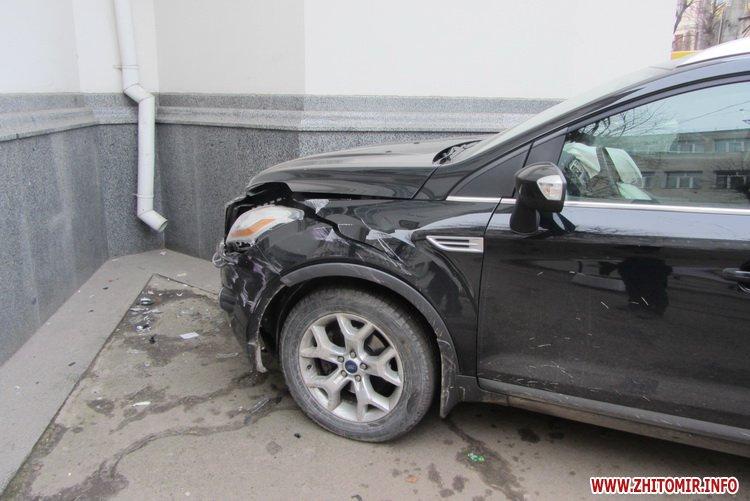 Женщина на внедорожнике врезалась в житомирскую церковь. ФОТО+ВИДЕО