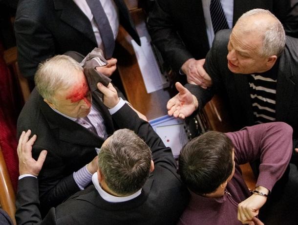 Регионалу Малышеву разделили лоб в процессе потасовки (ФОТО, ВИДЕО)