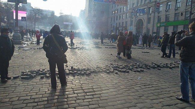 Улица Грушевского после вечерних столкновений (ФОТО)
