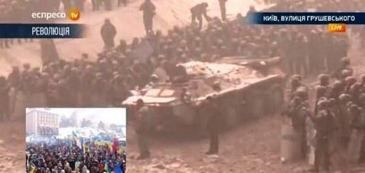 К баррикадам на Грушевского прибыл БТР (ФОТО)