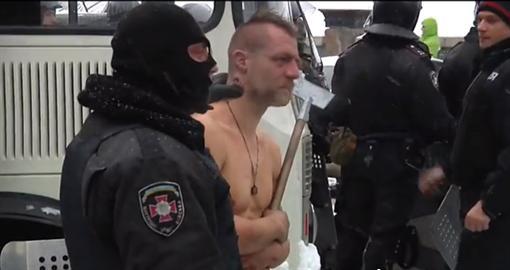 Надругательства органов внутренних дел над остановленным на Грушевского. ВИДЕО