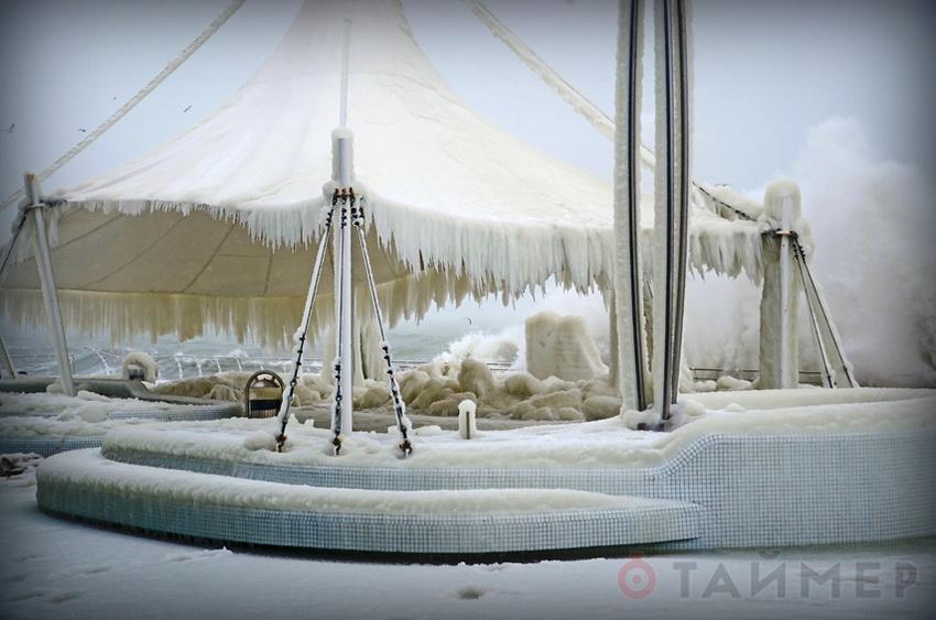 В Одессе промерзло море