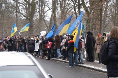 В Австрии Автомайдан пикетировал коттедж Азарова