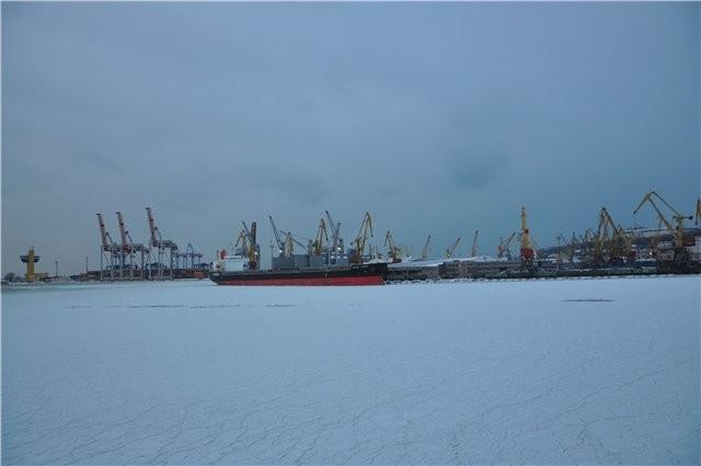 Одесские шлюзы попали в ледяной плен (ФОТО)