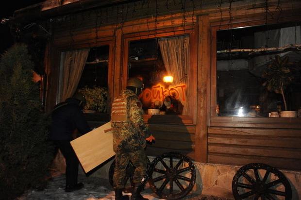 Вечером в центре Киева разгромлены 2 бара (ФОТО)