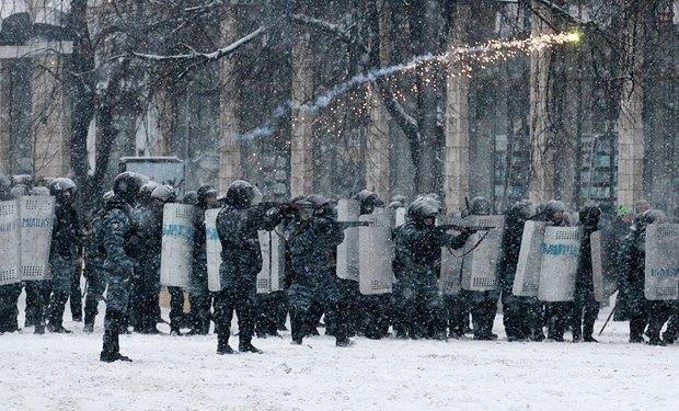 """Вышло свидетельство использования """"Беркутом"""" оружия (ФОТО)"""