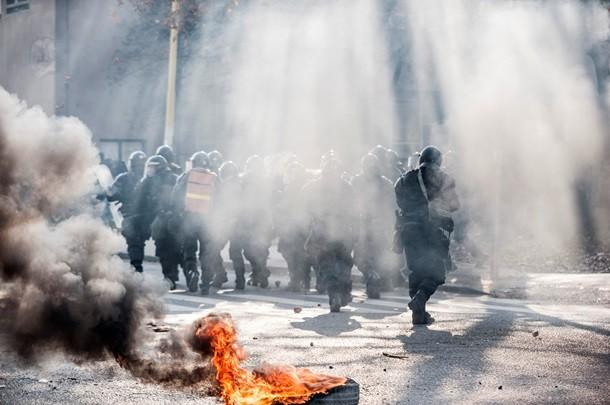 В Боснии и Герцеговине люди подожгли здание правительства