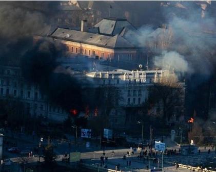 В Боснии демонстранты подпалили дворец главы