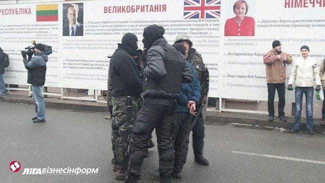 Самозащита не сделала возможным титушкам проанализировать баррикады (фото)