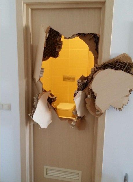 Североамериканский бобслеист повыломал двери в Олимпийской селе