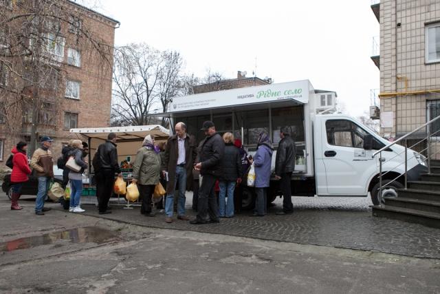 Жителям украинских сел помогут продавать свой товар