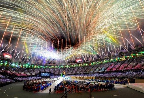 Закрытие Олимпиады-2014: Украина вышла с траурными лентами